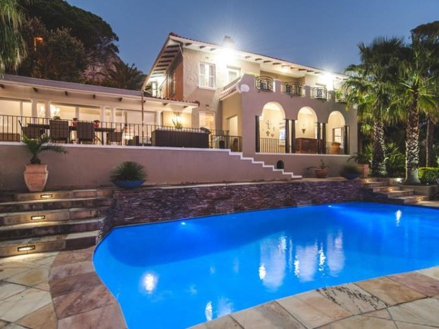4 Bedroom Riviera Style Villa To Let in Camps Bay